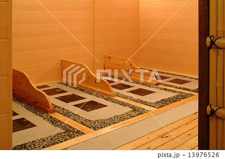 岩盤浴 浴室 ダイエット 健康 発汗  13976526