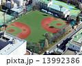 学校とスポーツグラウンド イメージ 13992386