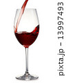 注ぐ 赤ワイン ワイングラスの写真 13997493