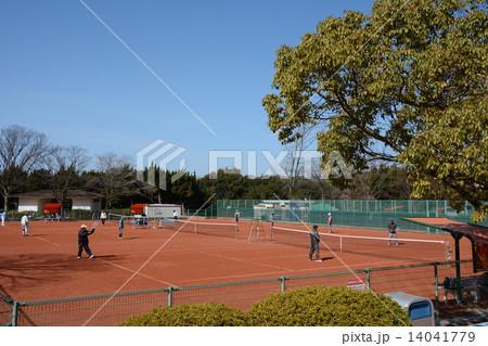 シニア世代のダブルステニス(サーブ) 14041779