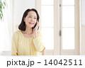 スマートフォン・シニア女性 14042511