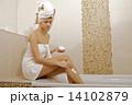 脚 クリーム バスルームの写真 14102879