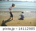 海で遊ぶ 14112985