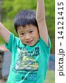 男の子 バンザイ 人物の写真 14121415