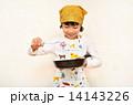 料理をする女の子 14143226