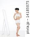 ダイエット 人物 鏡の写真 14185075