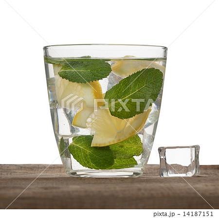 water, ice, lemon and mint isolated on white backgroundの写真素材 [14187151] - PIXTA