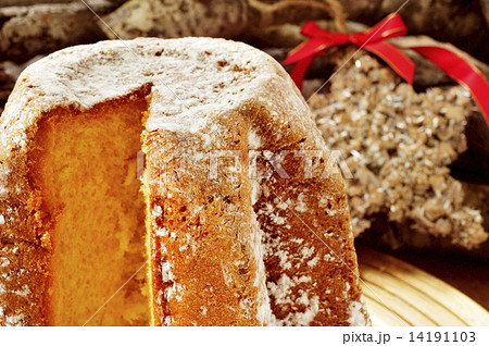 pandoro, typical Italian sweet bread for Christmas time 14191103