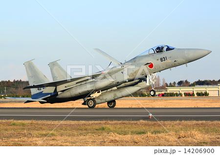 写真素材: 離着陸訓練中の航空自衛隊のF15戦闘機
