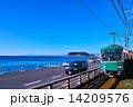 江ノ電と江の島 14209576