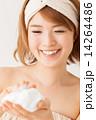 洗顔 人物 笑顔の写真 14264486