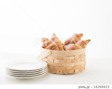 食器、パン(クロワッサン)の写真素材 [14269423] - PIXTA