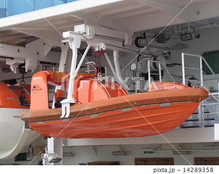 クルーズ客船「ダイヤモンド・プリンセス」の安全装備:救命ボート(テンダーボート) 14289358