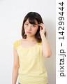 悩む 大学生 女子大生の写真 14299444