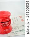 郵便ポストと年賀状 14300534