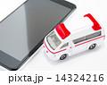 救急車とスマートフォン 14324216