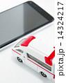 救急車とスマートフォン 14324217