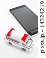 救急車とスマートフォン 14324219