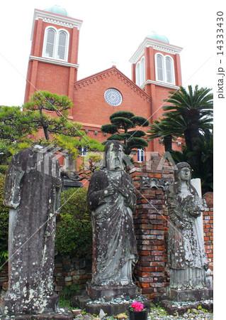 浦上天主堂と被爆聖人石像 14333430