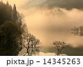 霧の白川湖 14345263
