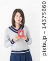 Q アルファベット 人物の写真 14375660