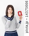 Q アルファベット 人物の写真 14375666