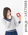 Q アルファベット 女性の写真 14375668