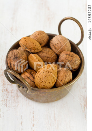 nuts in bowl in white old tableの写真素材 [14392282] - PIXTA