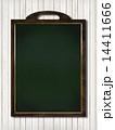 ナチュラル背景-木-黒板 14411666