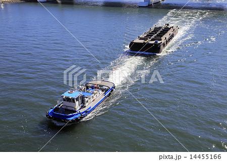 艀を牽引するタグボート 14455166