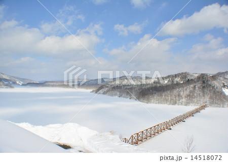 夕張シューパロ湖の冬 14518072
