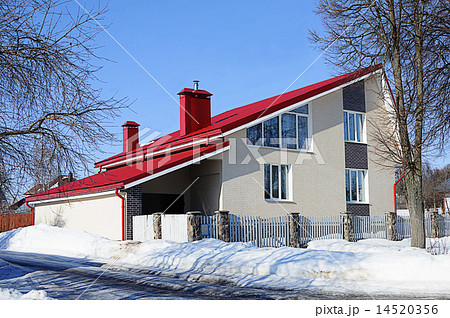 Modern White Brick House With Red Roof 14520356 Pixta