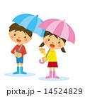 ベクター 男の子 雨のイラスト 14524829
