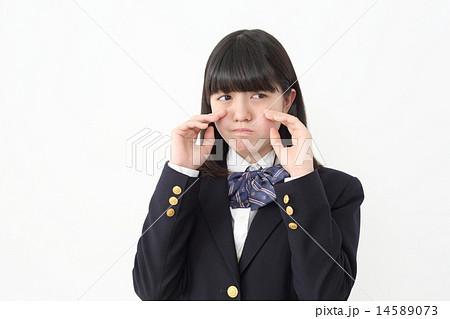 嘘泣きをしている女子校生の写真...
