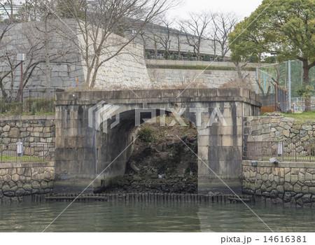 戦争遺跡の大阪砲兵工廠荷揚げ門(大阪市中央区) 14616381