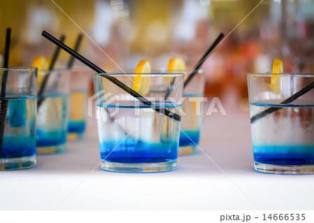 Row of blue drinksの写真素材 [14666535] - PIXTA