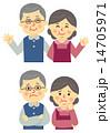 年寄り夫婦笑顔と困り顔 14705971