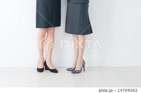 40代 50代 女性 ビジネスウーマン 足 パーツ ボディパーツ 14709362