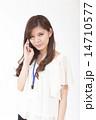 電話する若い女性 14710577