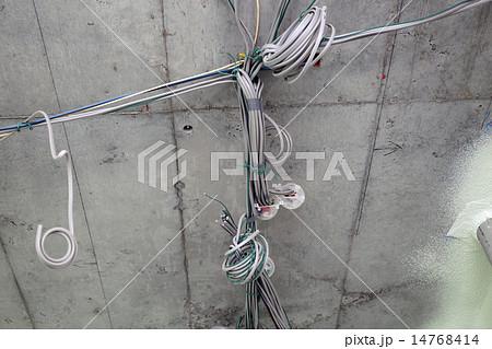 マンション 共同住宅建設現場 電気配線 天井スラブ イメージ 14768414
