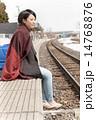 座る 駅 ホームの写真 14768876