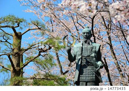 浜松城公園 徳川家康像の春 14773435