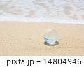 波打ち際の地球儀 14804946