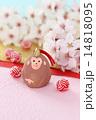桜の花と干支 申と紅白の水引玉 縦2 14818095