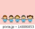 幼稚園児 つなぐ 女の子のイラスト 14886853