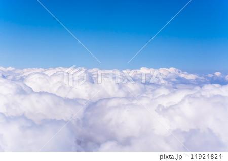 雲の上の風景 機内撮影の写真素...