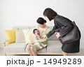 ワーキングマザーと赤ちゃんを抱っこするシニア女性 14949289