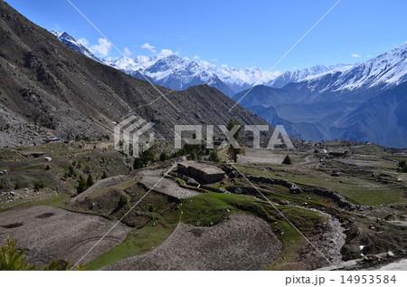 パキスタン ナンガパルバット近郊 美しい山々と村 14953584