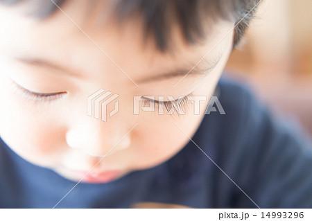 まつ毛の長い男の子 14993296