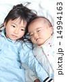 姉弟 寝転がる 女の子の写真 14994163